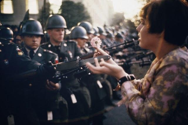 20 Foto Penuh Emosi Yang Membuat Terharu Bunga Untuk Tentara