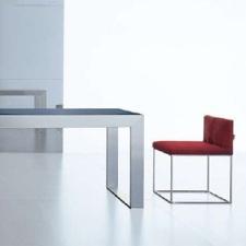 Consigli per la casa e l 39 arredamento divano bianco e il tavolo in vetro sono consigliabili - Tavolo per divano ...