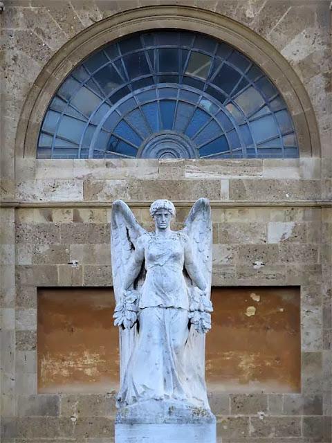 Winged Victory by Mario Carlesi, Piazza della Vittoria, Livorno