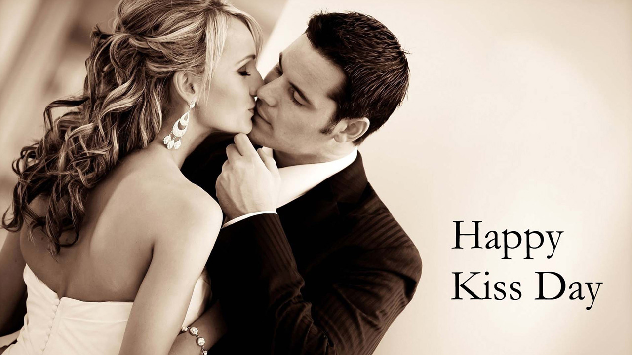 Lovely Couple Lip Kiss Images in HD