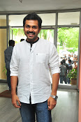 Karthi at Oopiri Pressmeet-thumbnail-15