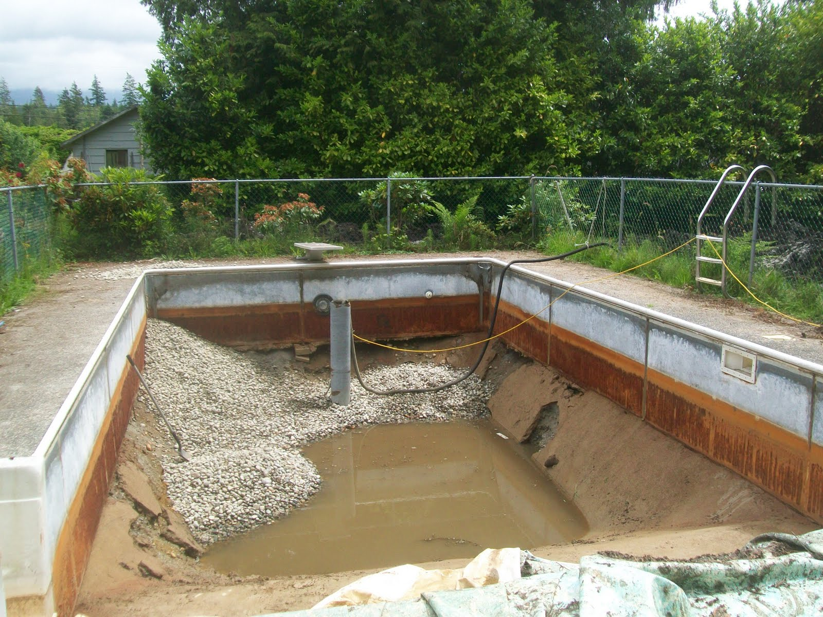 Solar pit greenhouse from green swimming pool to greenhouse for Swimming pool greenhouse