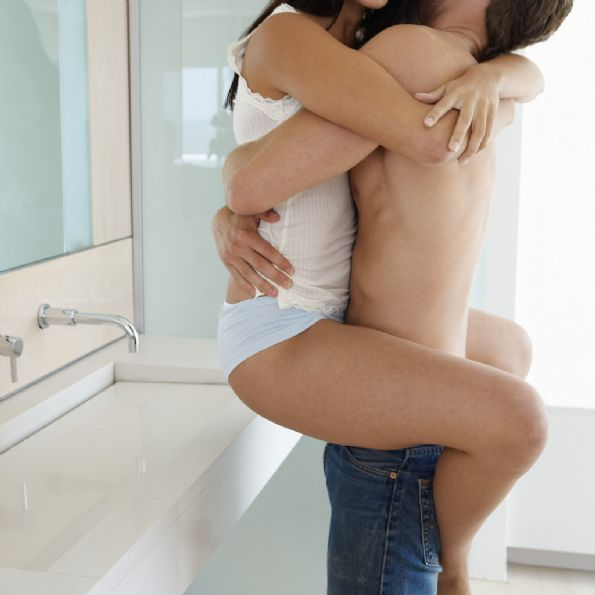 xx hot kissing image in bathroom