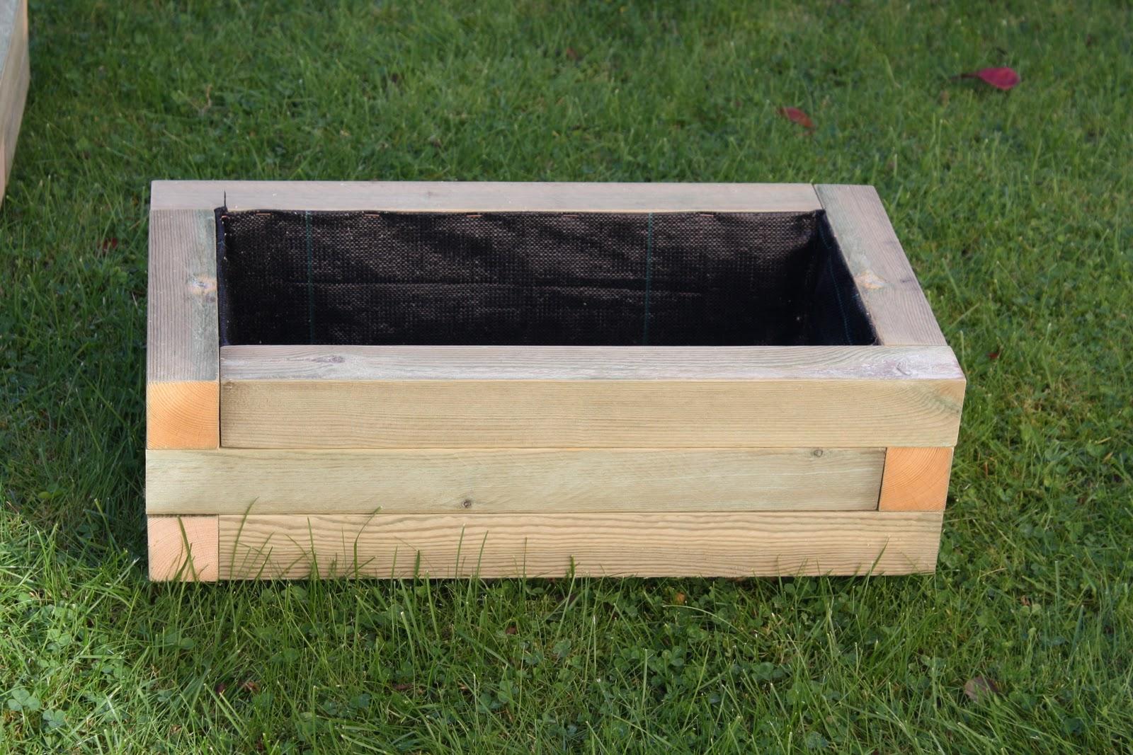 Maceteros y jardineras c a maceteros de madera tratada for Jardineras de madera para exterior