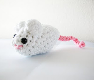 Free Crochet Pattern: Fun Fur® Catnip Mouse: Crochet