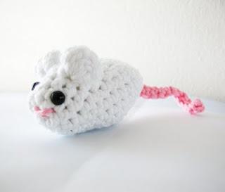 Free Crochet Pattern: Fun Fur® Catnip Mouse: Crochet