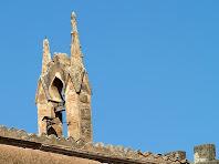 Detall del campanar de la capella de la Santa Fe