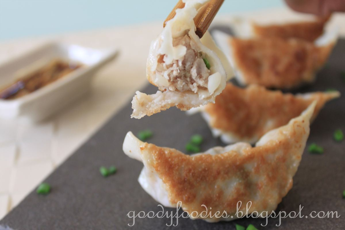 GoodyFoodies: Recipe: Japanese gyoza (potsticker) 餃子