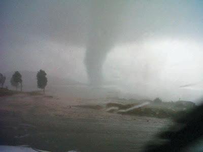 Angeblicher Tornado in Ficksburg, Südafrika zerstört 1000 Häuser und hinterlässt Verletzte - ein Todesfall gemeldet, 2011, aktuell, Off Topic, Oktober, Sturmschäden, Tornado, Tote Todesopfer