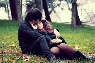 Romantic Bahon Mein Sukoon Shayari