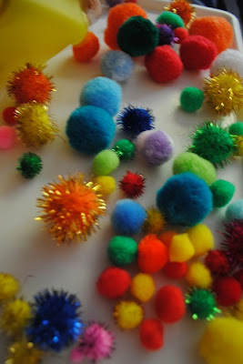 Sensory Play with pompoms