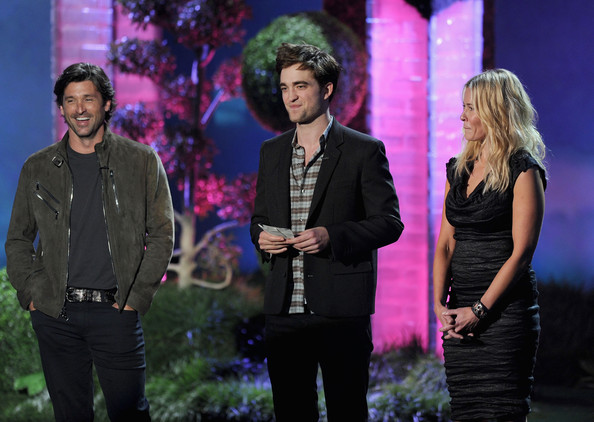 2011 MTV Movie Awards - Show  (Robert Pattinson)