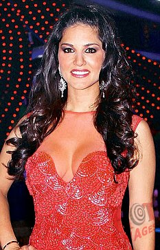 Sunny Leone pictures in pink dress
