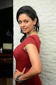 Pooja kumar new glam pics-thumbnail-3