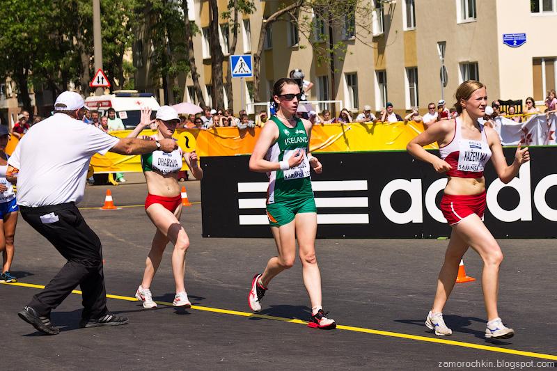 Так раздают предупреждения бегунам Женщины 20 км Кубок Мира по Спортивной ходьбе Саранск 2012 | Cautions for Runners Women's 20 km IAAF World Race Walking Cup Saransk 2012