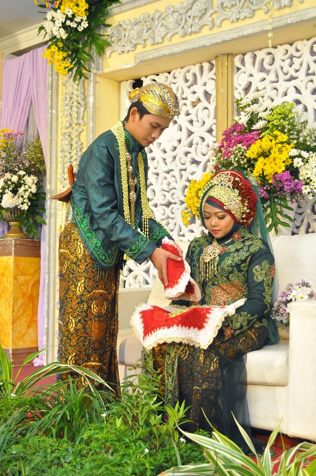 rumah sewa kebaya juwita busana pengantin couple warna