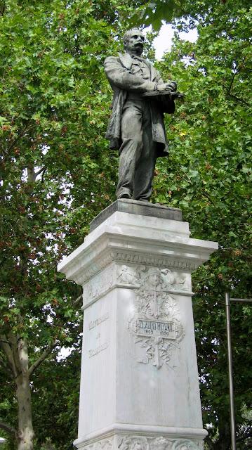 claudio moyano statue