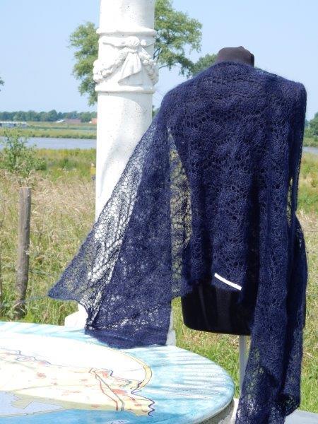 TE KOOP DONKER blauwe kidsilk shawl
