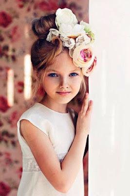 Gambar Anak Kecil Pakai Bandana Bunga