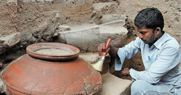 Pandyan era decorative pot found in Keezhadi