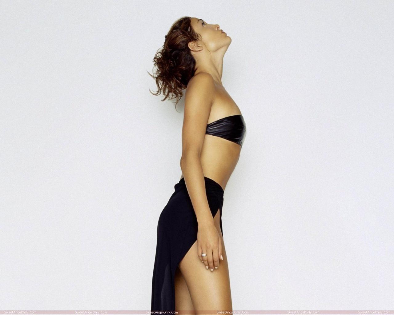 http://3.bp.blogspot.com/-rVxLoSbzeGE/TW0NKL63yhI/AAAAAAAAEzg/-UICTiwA3XM/s1600/actress_jennifer_lopez_hot_wallpapers_in_bikini_sweetangelonly_48.jpg