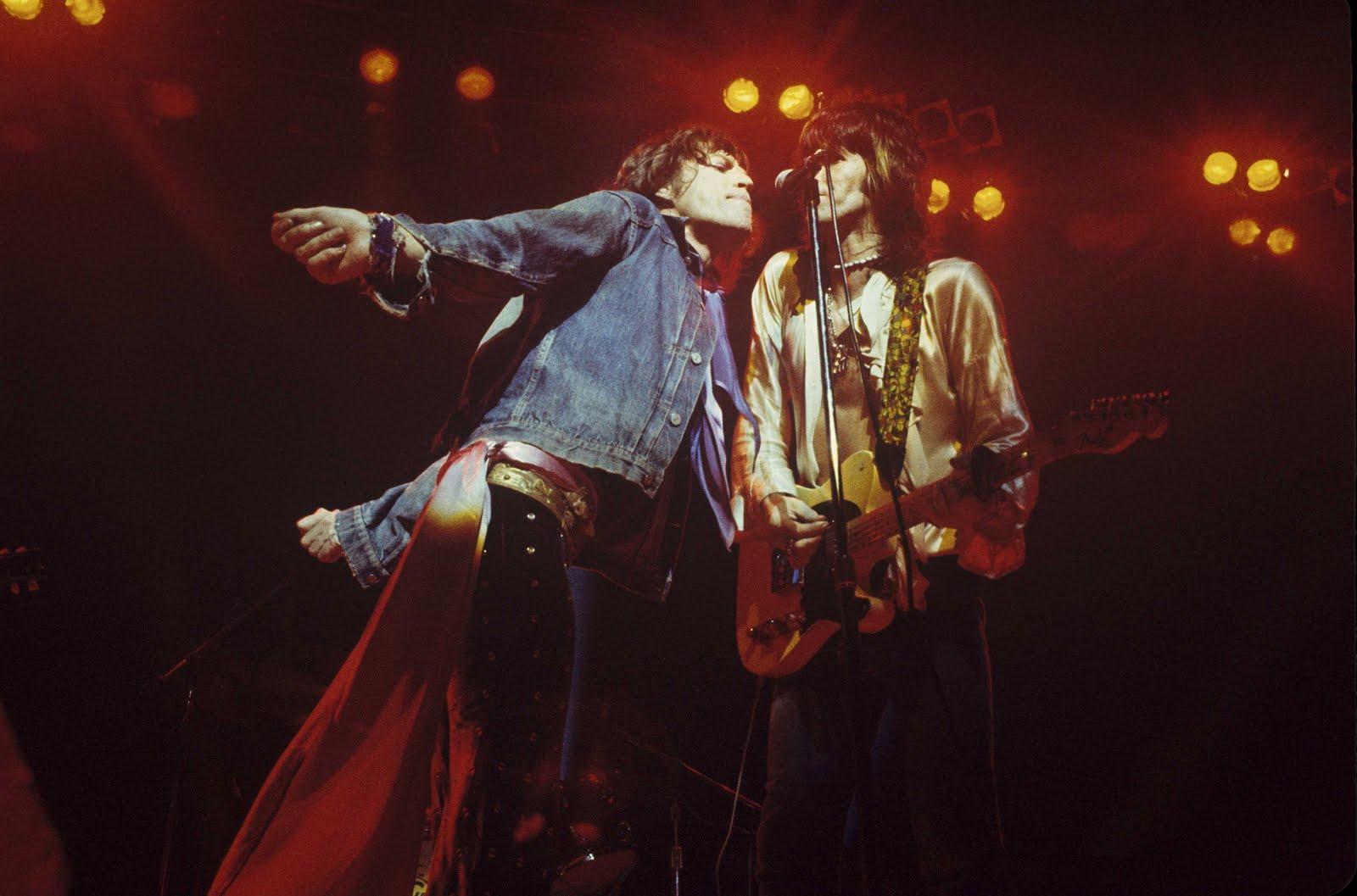 http://3.bp.blogspot.com/-rVxRjz2WQOg/T_8dD7kN9HI/AAAAAAAAPpg/fEnPO0nI6lA/s1600/mick-jagger-keith-richards-rolling-stones-1972.jpg