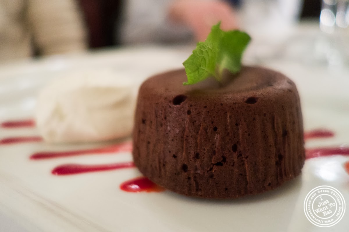 image of chocolate lava cake at Sel et Poivre on the Upper East Side, NYC, New York