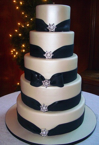 Wedding inspiration Black and White wedding cakes