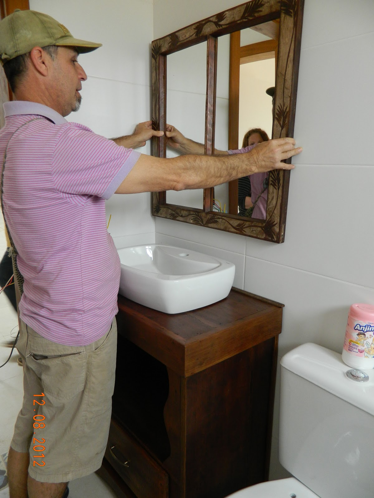 madeira de demolição para o espelho reciclamos uma janela antiga de #261A11 1200x1600