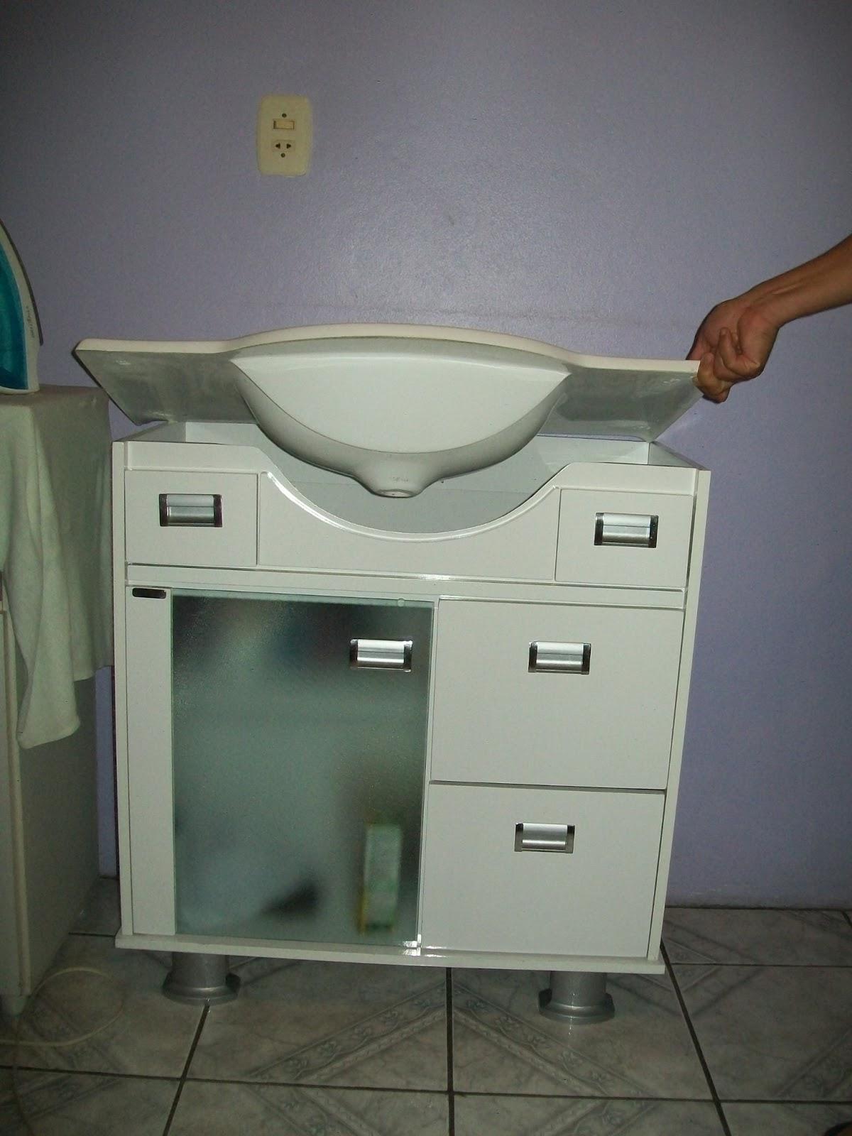 Você pode retirar a parte de cima  de cerâmica  e fixar a peça na  #644430 1200x1600 Banheiro Acessivel Com Pia