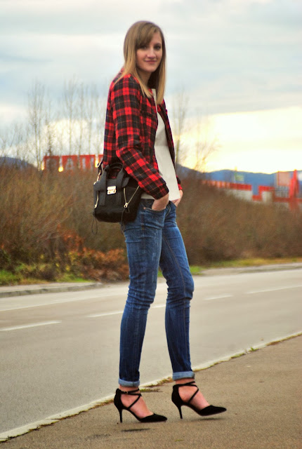 Tartan jacket zara, leather shirt Zara, jeans LTB, heels Asos, bag Annaxi, phillip lim lookalike replica, black mini pashli bag, fashion blogger blog, style blogger, trendy, fashion trends, plaid jacket