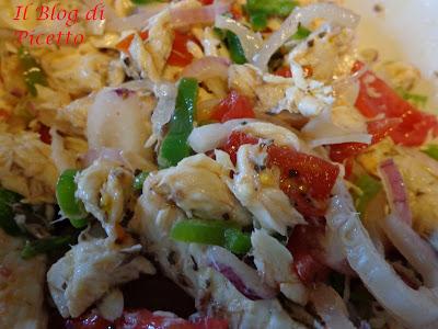 insalata di sgombri, pomodori e cipolla di tropea alla calabrese