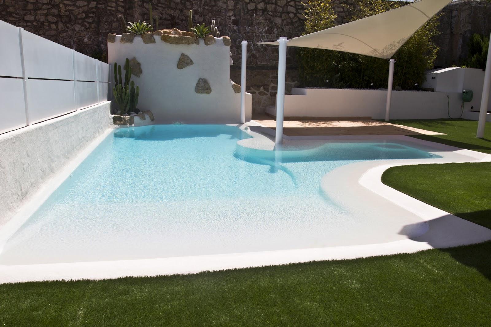 Piscina de arenas tropicales en color coral lucas gunitec for Piscinas con gresite blanco