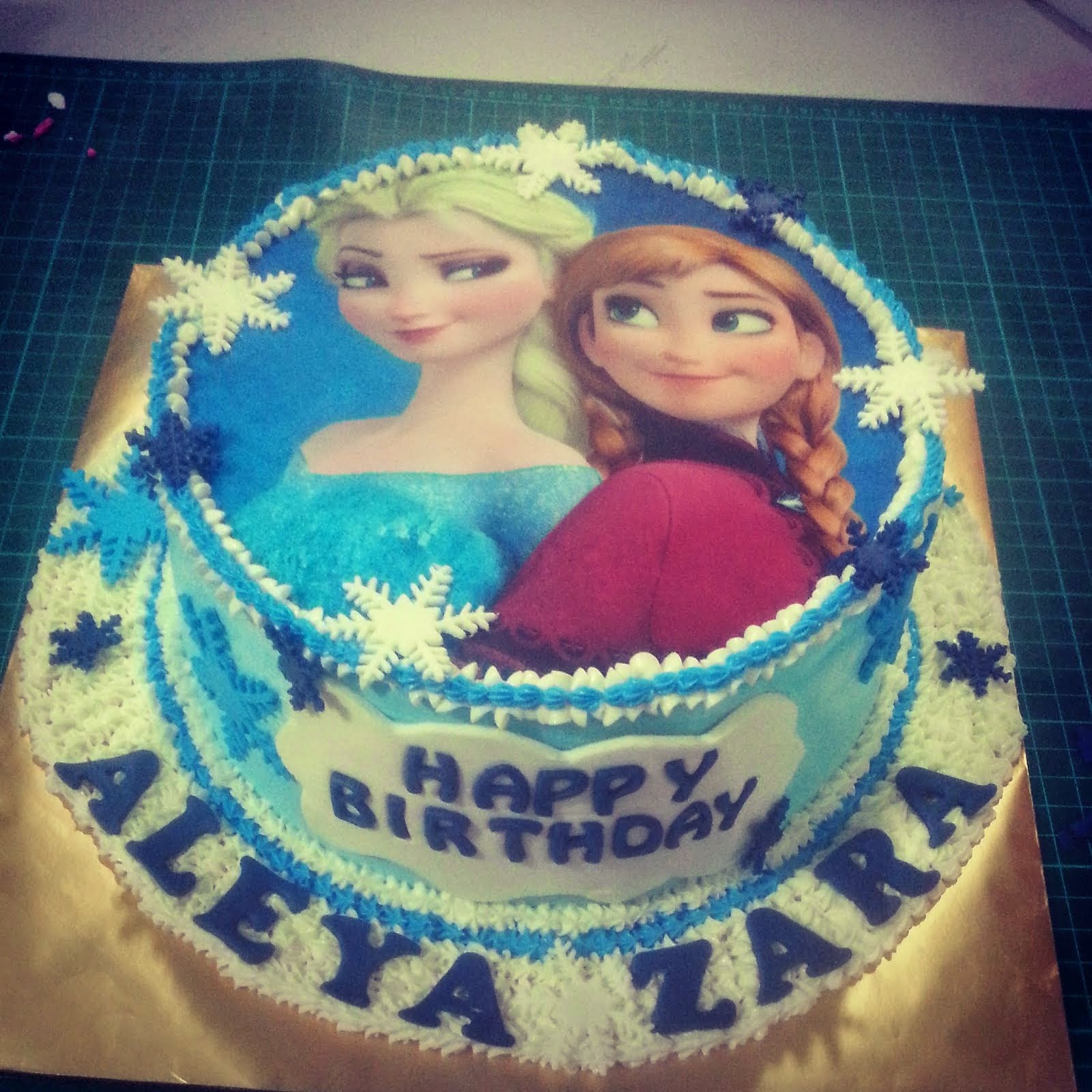 IDIBLE BIRTHDAY CAKE
