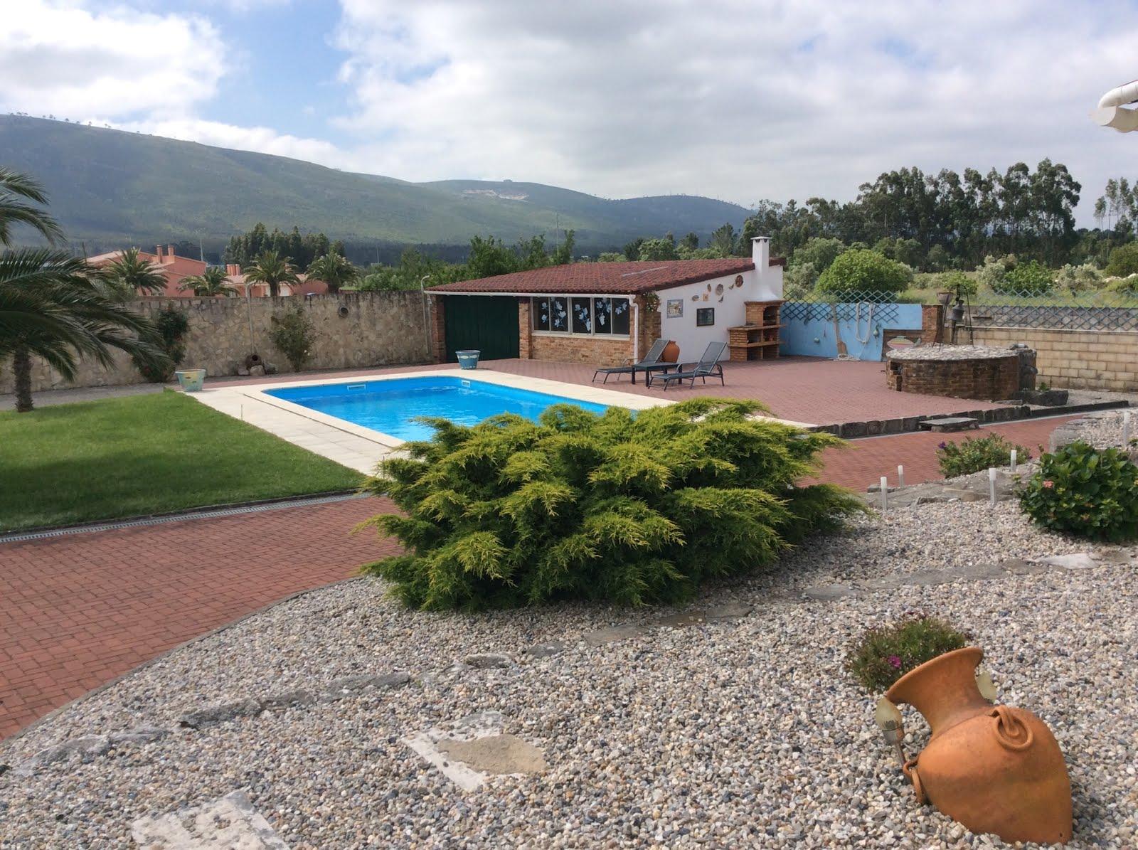 уютный домик с бассейном ждет гостей