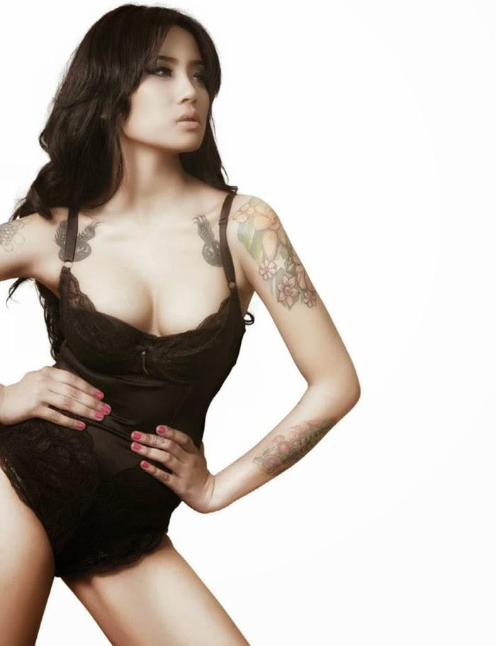 foto ngentot memek  bugil mesum Foto Model Seksi Toket Gedev Rossa Nadia Di MALE Magazine