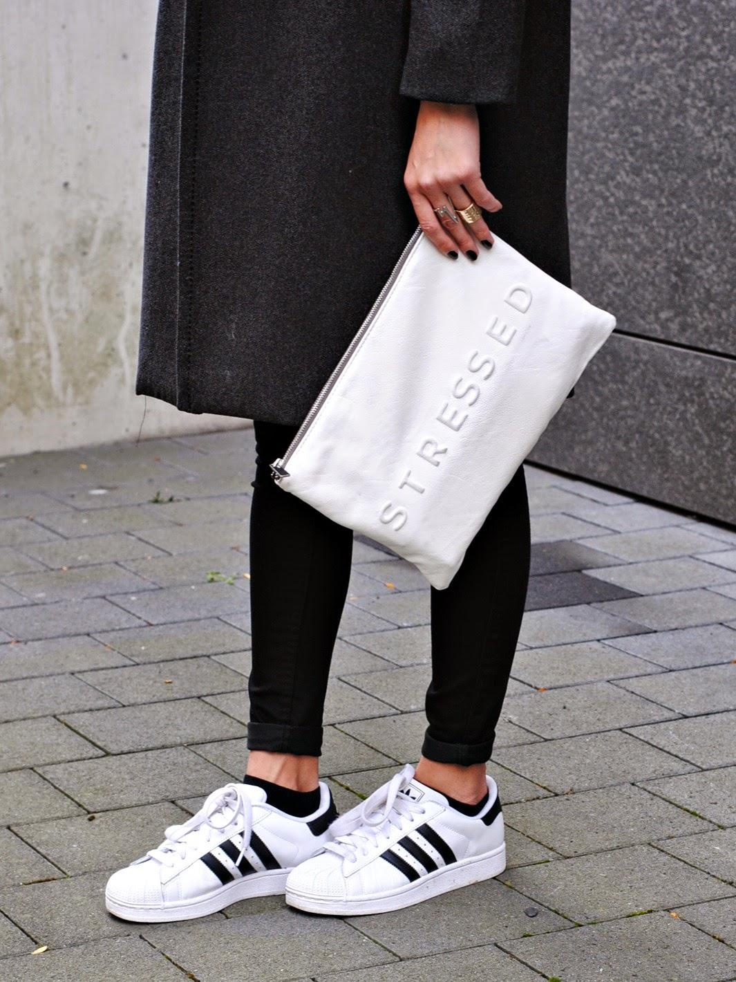 Adidas Superstar Weiß Schwarz Gold Angezogen