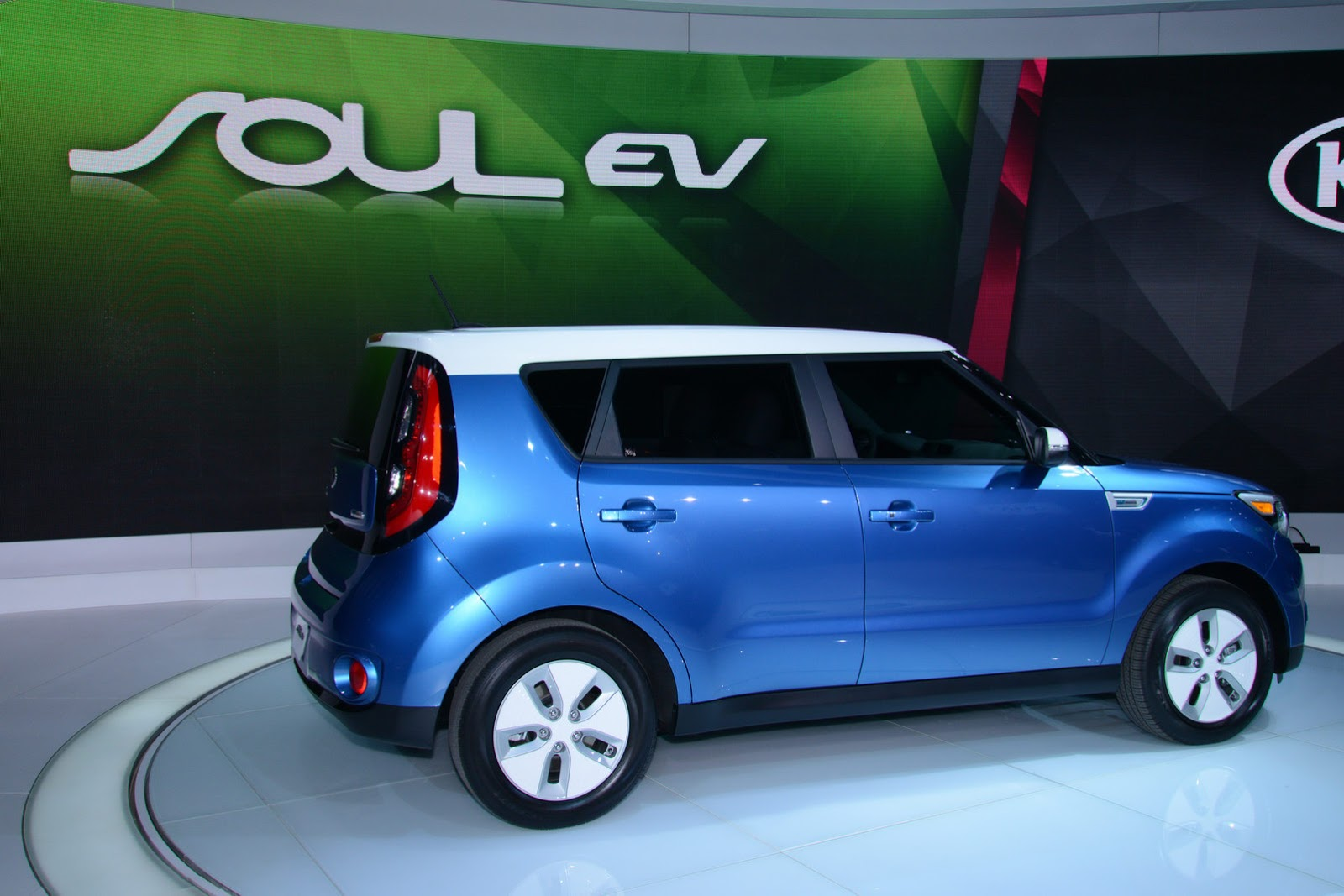 New Electric 2015 Kia Soul From 33 700 Sans 7 500 Tax