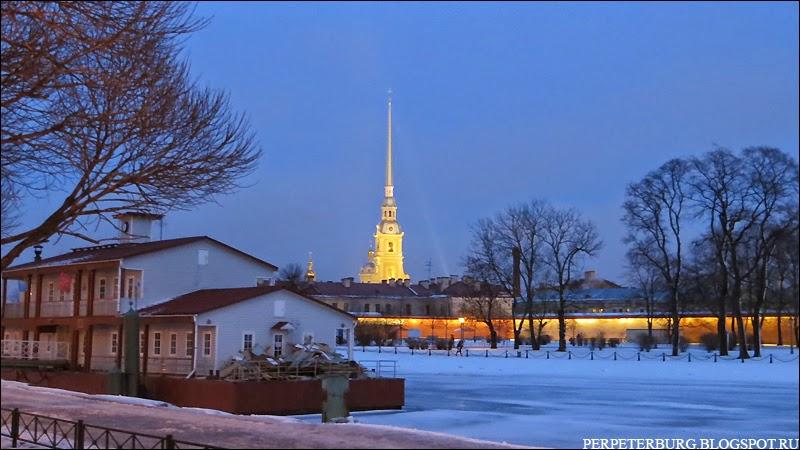 Фото Петропавловского собора зимой в сумерках