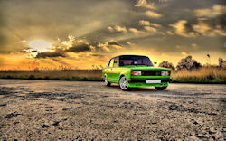 Hermoso auto Lada en color verde
