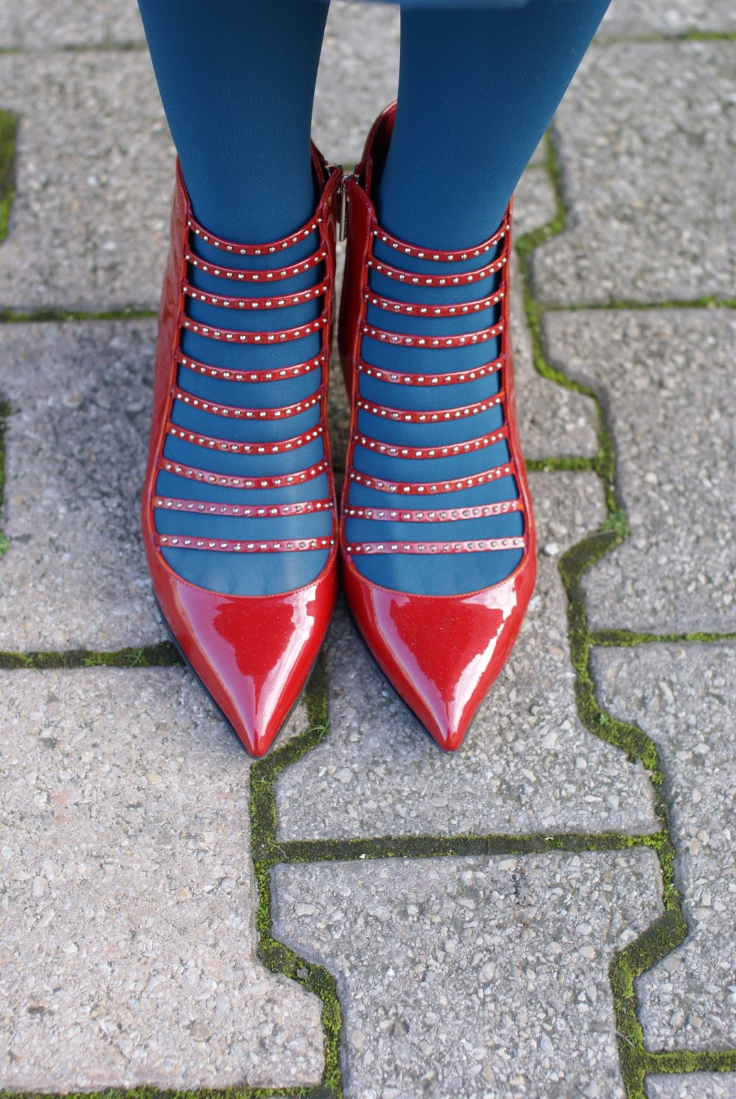 Le Silla red patent kitten heels on Fashion and Cookies fashion blog, fashion blogger style