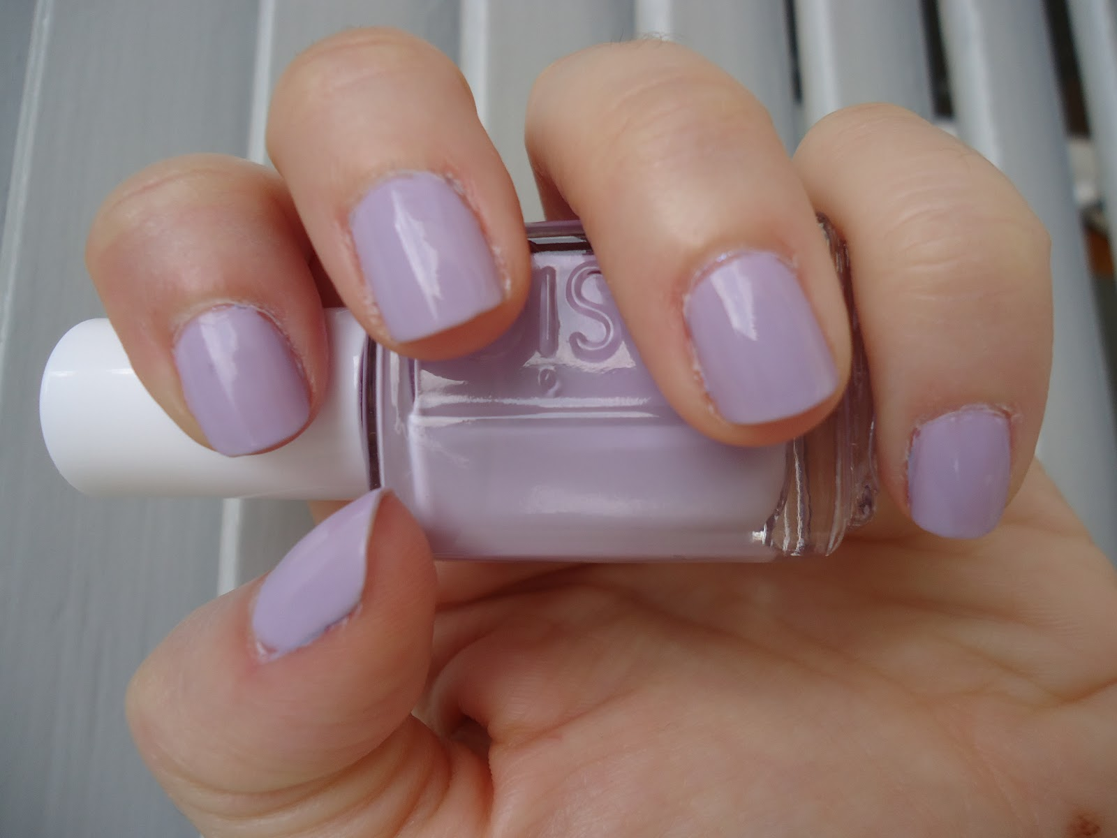 Jojo\'s Nail Musings and More: Essie Lilacism swatch