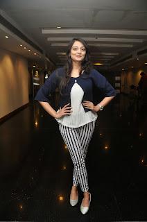 Nikitha Narayan Latest Stills (24).JPG
