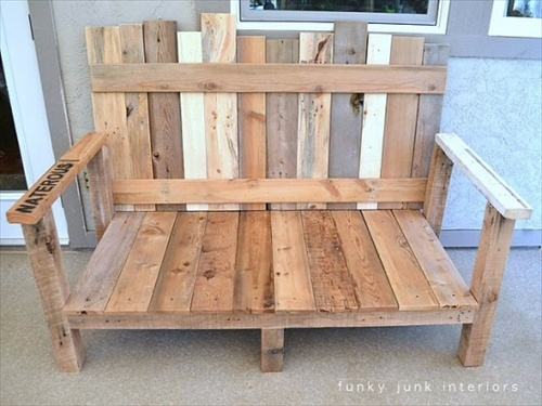 Wooden Pallet furniture: Indoor and Outdoor Pallet Bench Sitting Area