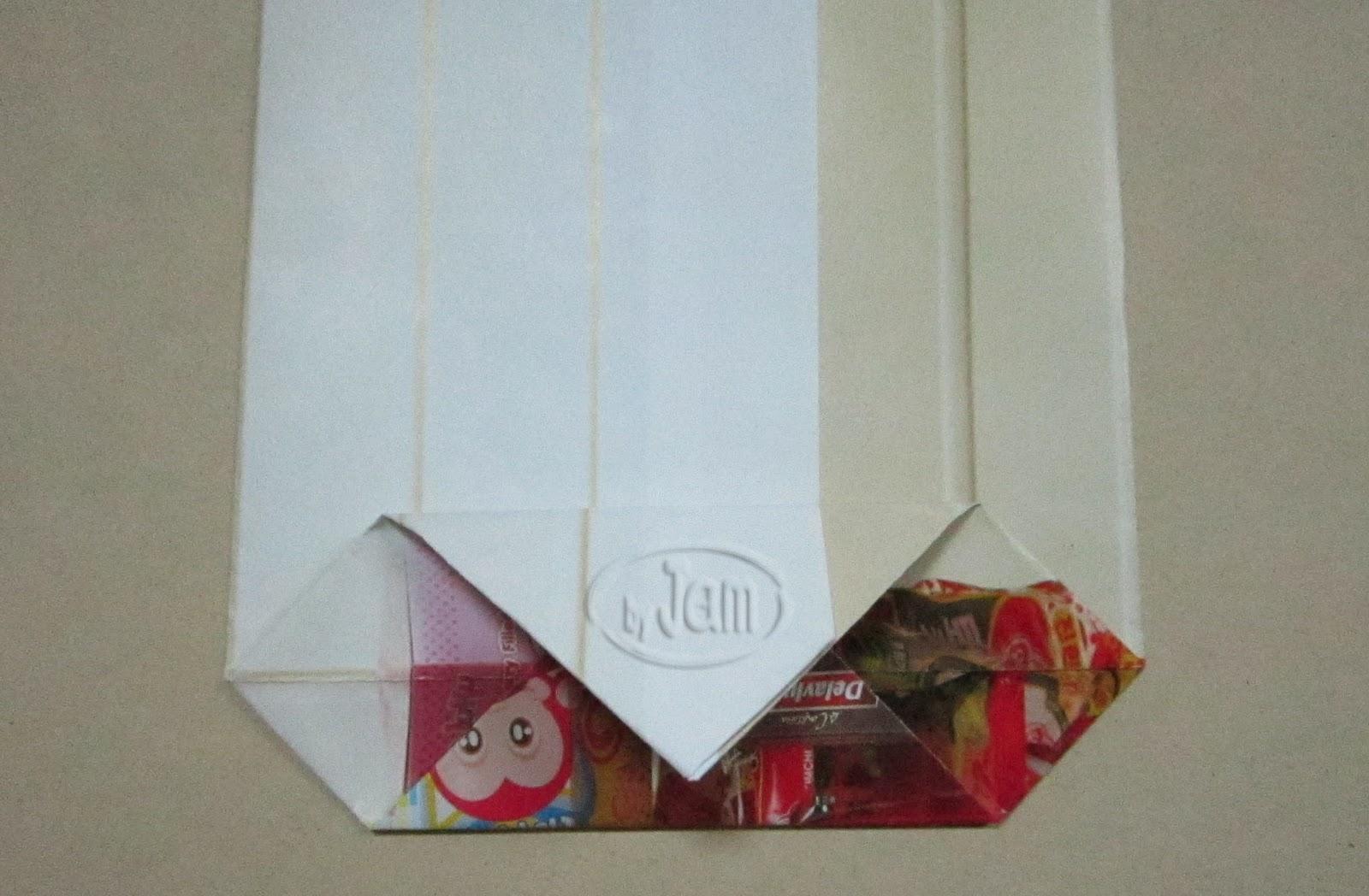พับถุง,เมคราเม่,ถุงของขวัญ ,ของขวัญแปลก,ของฝากเก๋,ของขวัญ ไอเดีย,ไอเดีย ของขวัญ แหวกแนว,reuse,recycle,reuse magazine paper,macrame ,how to souvenir bag,how to fold bag,folding paper bag,craftsไอเดียของฝากเก๋,งานฝีมือจาขยะ,งานฝีมือเมคราเม่,ไอเดีย มาคราเม่,ของใช้จากเมคราเม่,วิธี เมคราเม่