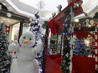 Santa Cruz Shopping inaugura decoração com tema 'Polo Norte com pinguins e bonecos de neve'