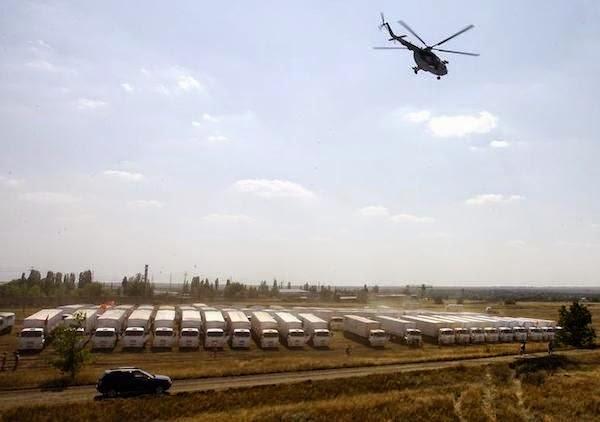 Đoàn xe tiếp tế nhân đạo của Nga chuẩn bị tiến vào Ukraina