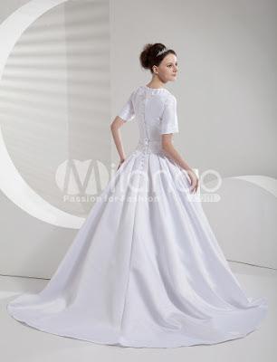 Classique White Satin A-ligne de robe de mariage Sweep luxe