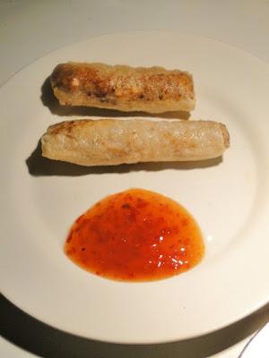 Gefrituurde spring rolls met sweet chili sauce