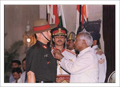 Lalit Rai receiving the Vir Chakra